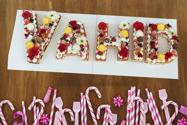 کیک حروف وحید