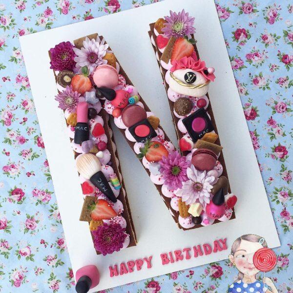 کیک لوازم تولد