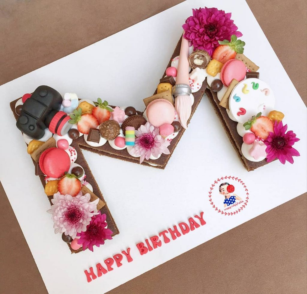 کیک حرف طرح دوربین