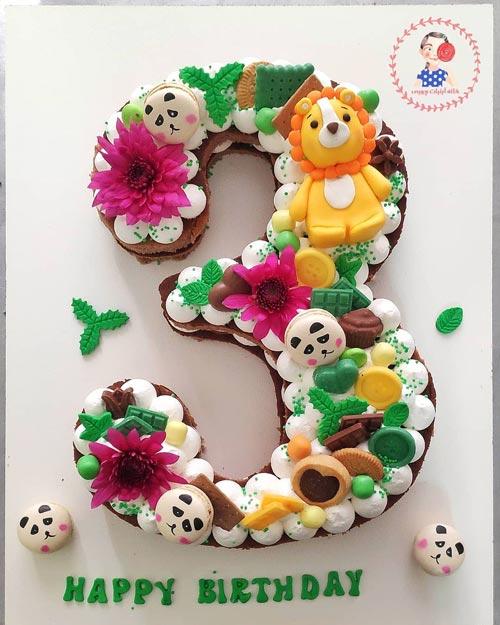 کیک عدد ۳ با دیزاین شیر