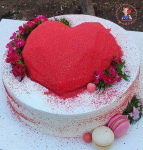 کیک خامه ای قلب سوپرایزی