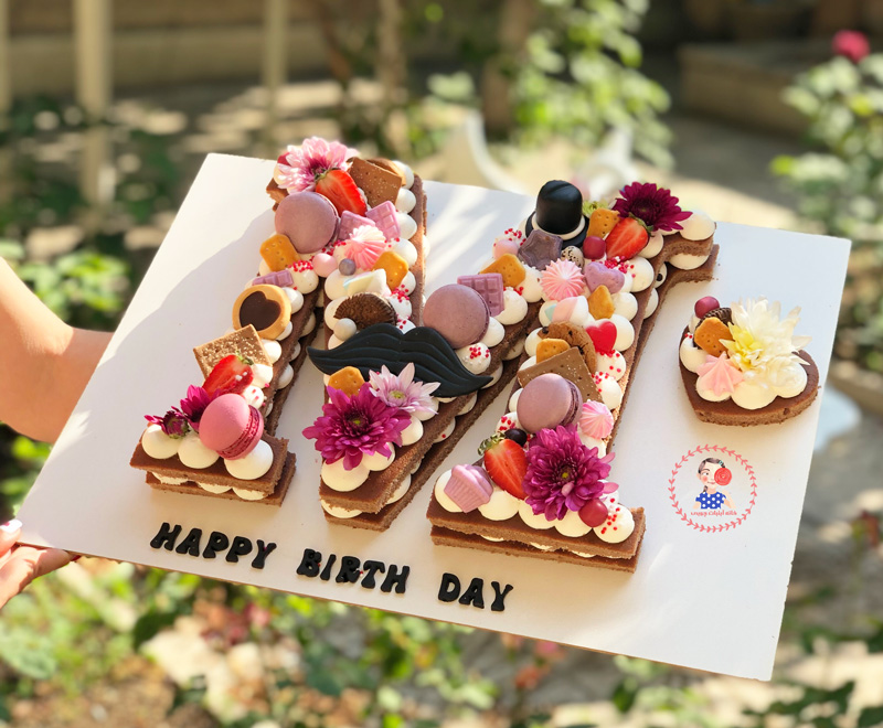 کیک تولد سیبیل و کروات
