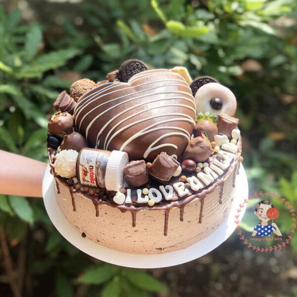 کیک خامه ای با دیزاین قلب شکلاتی بستنی و نوتلا