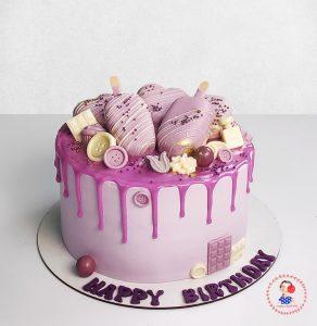 کیک خامه ای با تزیین بستنی چوبی بنفش یاسی