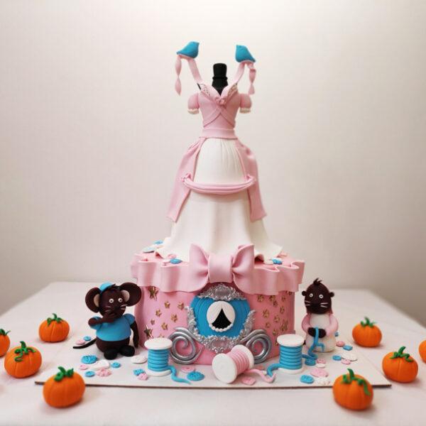 کیک تولد سیندرلا اجرا شده توسط نگار رزاقی
