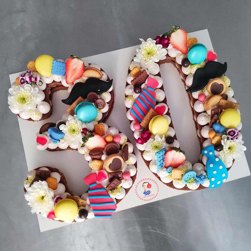 کیک مردانه با طرح سیبیل و کروات
