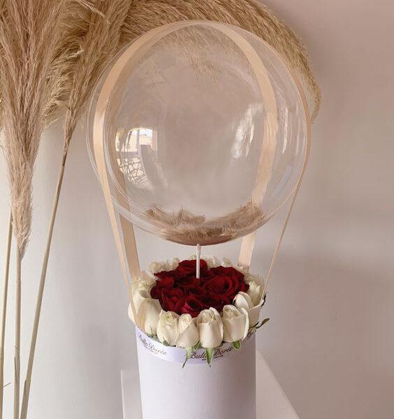 گل رز و بادکنک